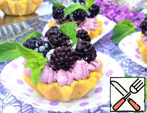 """Cakes """"Baskets"""" with BlackBerry Mousse Recipe"""