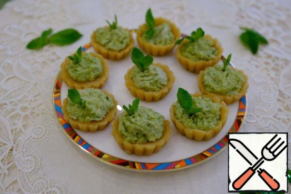 When ready, carefully remove the mint baskets from the mold. Decorate as desired.