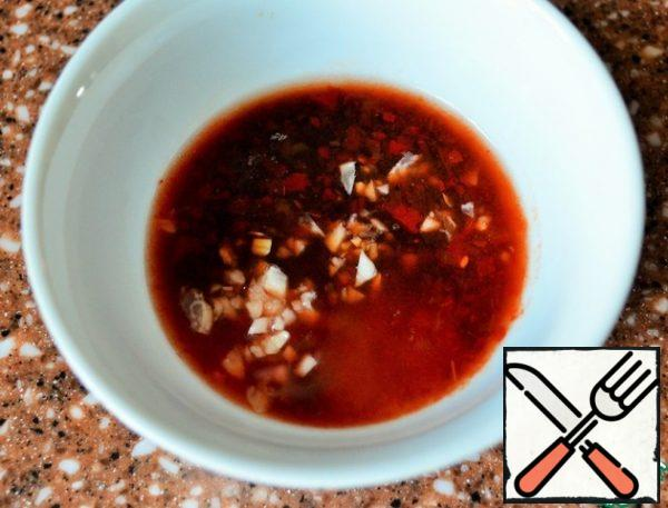 While the vegetables and meat are frying, prepare the dressing. Mix 1 tbsp sesame oil, pepper paste (chili pepper + garlic), ground garlic, 1 tsp sugar, 1 tsp soy sauce, 1/2 tsp rice vinegar.