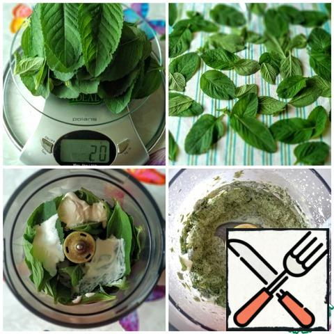 Wash the mint leaves and dry them on a towel (we don't need extra moisture). Put the mint leaves in a dry blender, add 100 ml. cream and grind until smooth.