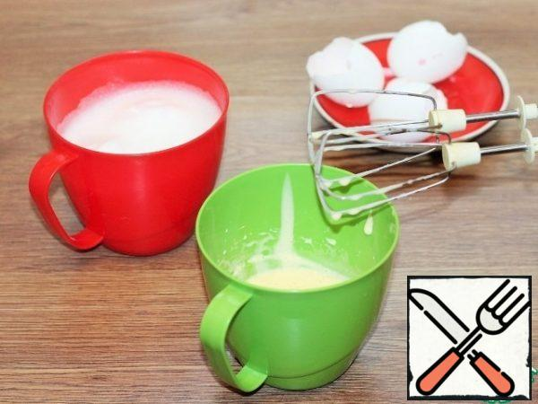 Whisk the whites with a small pinch of salt into a strong foam. Beat the yolks with a pinch of sugar until white.