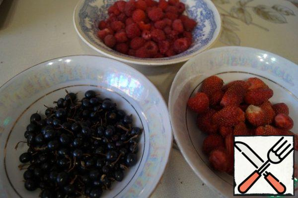 Prepare the berries. Wash and separate from the stalks. I have strawberries, raspberries and blackcurrants.