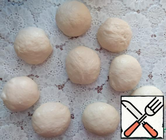Divide the dough into 9 parts and roll it into balls. If the dough will stick to your hands, grease your hands with vegetable oil.