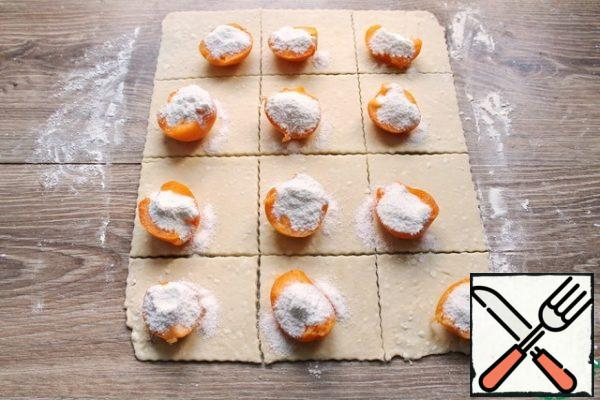 Mix powdered sugar and corn starch. Pour the mixture inside each recess of the apricot.