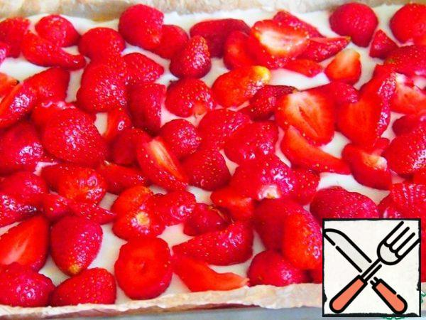 Spread the strawberries on top.
