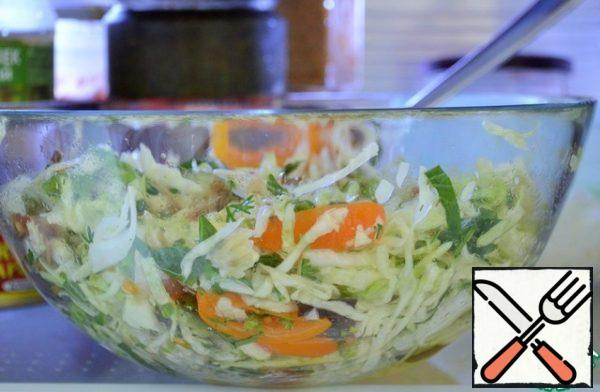 Combining flavors in a bouquet of salad to stand for, this is best done in the refrigerator. A minimum of 1 hour.