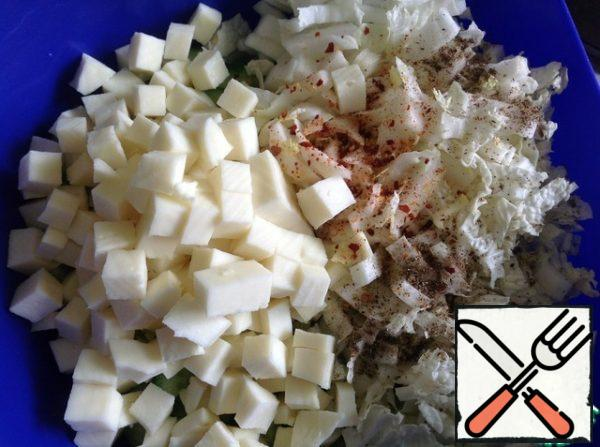 Add spices, chopped dill and cheese cut into small cubes. Season the salad with oil and mix thoroughly. Who needs a special piquancy, add a clove of garlic passed through the press.