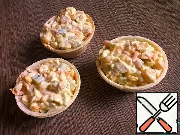 As a dressing, you can use sour cream-mustard sauce, mayonnaise or cheese sauce. Serve in tartlets.