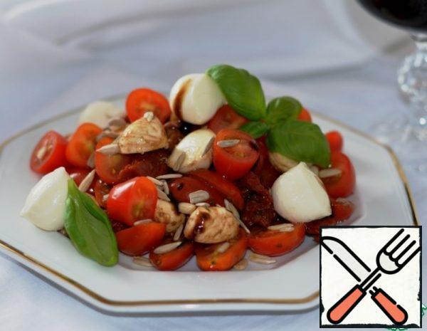 Salad with Mozzarella and sun-dried Tomatoes Recipe