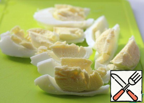 Boil and peel eggs, cut into slices.  If using quail eggs, cut them in half.