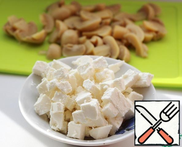 Cut the cheese into small cubes.  Champignons, if fresh, peel and wipe with a damp cloth and cut into small slices.  (I took canned ones.)