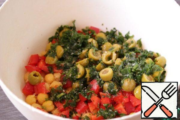 Add the chopped parsley and olives, cut in half. Season the salad with salt, lemon juice and olive oil.