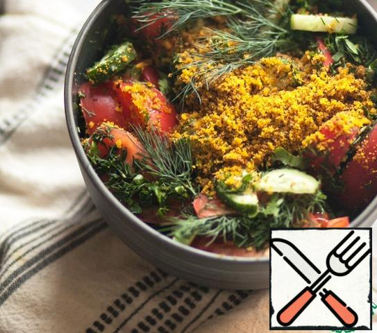 Pound the nuts and sprinkle them over the salad. Fill it with Svan salt and generously pour Kakheti oil, mix and serve.