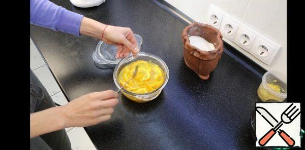 During each call, it is better to open the microwave periodically. The mass will boil!!! CAUTION!!! DON'T GET BURNED!!! make sure it doesn't boil off. At the end of each session, take out, mix well. After each time, you will notice how the oranges will start to change color. They will become more transparent, similar to marmalade. And the syrup will become less and less, it will thicken.