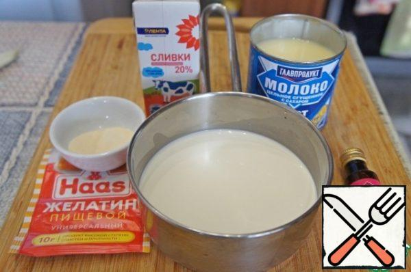 Pour the cream evenly into two bowls. Put one bowl in the refrigerator, and add condensed milk to the second. Stir the mixture and put it in the microwave for about 30 seconds or heat it over low heat in a small saucepan. The mixture should become quite hot, but in no case should it boil. Add half the gelatin and stir continuously for 5-7 minutes, until it completely dissolves, and the mixture is almost cool.