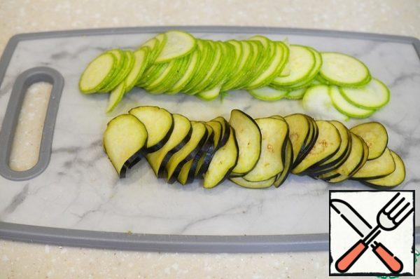 Wash the vegetables and cut them into thin slices.