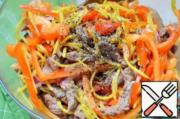 Fry the pepper strips and carrots in olive oil (separately), to a light crunch. Put in a salad bowl.