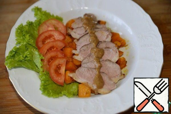 """Cut the duck breast into thin slices. Put the pumpkins on top. Next put the cherry tomatoes cut in half, I have regular tomatoes """"cream"""". Top the duck breast with the dressing."""