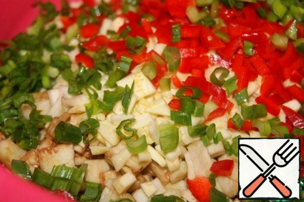 Filling: Add chopped red pepper and green onion to the chopped vegetable pulp.