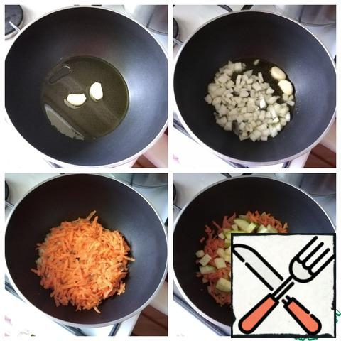 If you boil the chicken fillet in advance, you will spend very little time preparing the soup, about 30 minutes. With broth -1 hour. Boil the chicken fillet in a saucepan, pour 1 liter of water into it. When the water boils, remove the foam and spread the onion directly in the husk entirely and the carrot, cut into quarters. These vegetables will make the broth Golden. Salt to taste. When the meat is cooked, remove it from the pan along with the carrots. Carrots are useful for soup. Strain the broth and warm it to hot (if you had it cooked in advance) to make the soup. In a pot with a thick bottom, where we will first stew the vegetables, and then cook the soup, pour the oil. Warm it and spread a clove of garlic, cut in half lengthwise. Hold the garlic for a minute so that it gives the flavor to the oil, then you can remove it. I'll do it later. Next-onion, chopped fine. We gild it and add grated carrots. Reduce the heat to a minimum, cover with a lid and simmer the carrots for 10 minutes. Next, we send the zucchini, cut into small cubes. Mix and simmer for another 10 minutes until the vegetables are ready. DON'T FRY VEGETABLES!