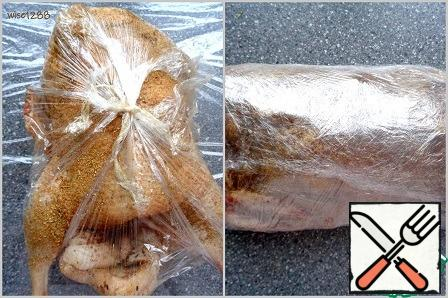 Lift the edges of the food film and wrap tightly around the duck, if the size of this film is not enough, use an additional one. Transfer the duck to the refrigerator overnight.
