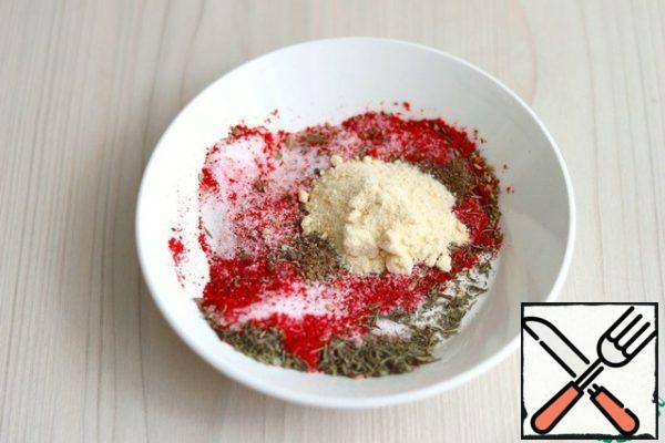 Then prepare a mixture of spices: Oregano-1/2 tsp Nutmeg-1/2 tsp Thyme-1 / 2 tsp Marjoram-1/2 tsp Paprika - 1 tablespoon Ground black pepper - 1 teaspoon Garlic powder-1 tablespoon Nitrite salt-15 gr. Salt-20 gr. The mixture is stirred.