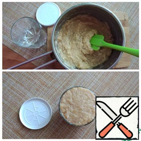 Remove from the heat, allow to cool and transfer to a dish with a lid (in a jar). Put in the refrigerator before serving. From this amount of ingredients, I got a ready-made puree one glass with a capacity of 250 ml.