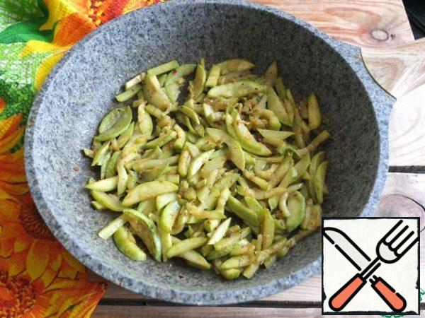 Cut the zucchini into strips and fry in a small amount of vegetable oil until Golden. Salt, add spices. I salted with Svan salt and did not use any additional salt or spices.