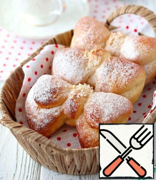 """Homemade Buns """"Bows"""" with Almonds Recipe"""