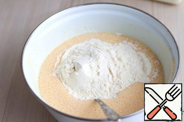 Then gradually add the rest of the flour. Flour may need a little more, the flour is different. Replace the dough. Cover the container with the dough with a towel and leave it to rise. After the first rise, knead the dough and put it to rise again. Then you can start forming the rolls.