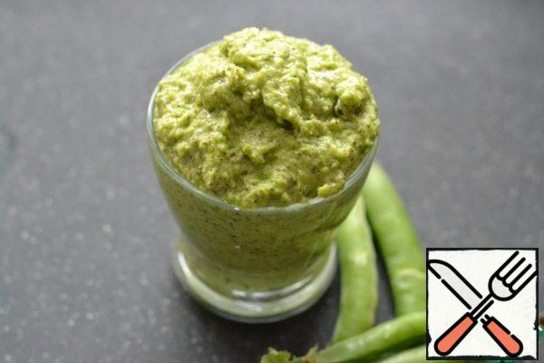 In a mixer, mix all the ingredients for the pesto, except the lemon. Add the lemon juice to the finished pesto and mix.