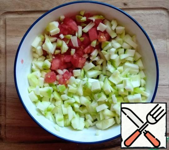 Cut the zucchini into small cubes and combine with the tomato pulp.