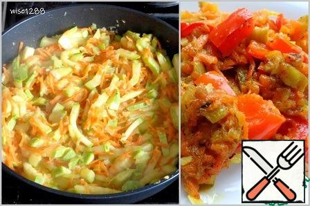 Fry the onion, carrot and zucchini in vegetable oil for seven minutes, add the sweet pepper and continue to fry for another five minutes.