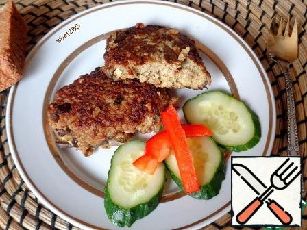 Fry the cutlets on the stove in vegetable oil on both sides until ready. Serve hot. Bon Appetit!!!