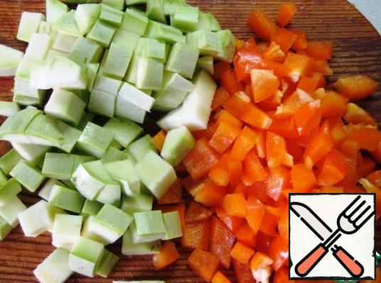 Dice the zucchini and sweet pepper.