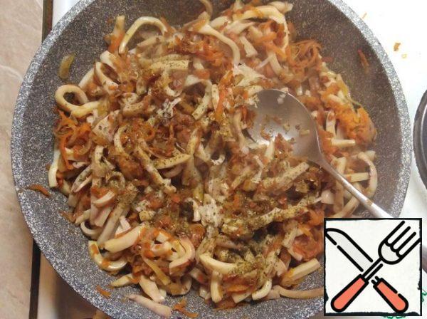 Pepper, add garlic and