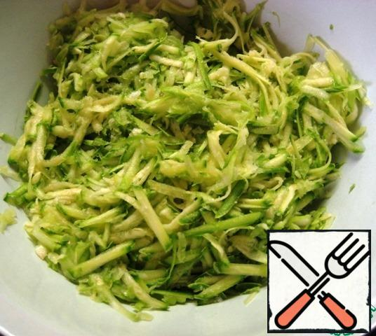 For the squash layer:grate the zucchini. Add a pinch of salt, mix, and let stand for 5 minutes.