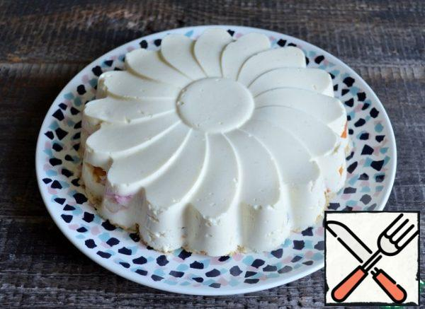 To serve, cover the dessert with a serving dish, carefully turn it over and remove the form.