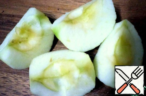 Peel the apples and cut out the core leave them until they are half cooked and cut them into pieces add them to the curd mass.
