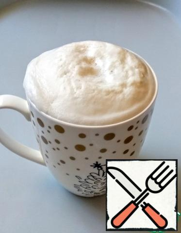"""In warm milk, add yeast and sugar, stir and leave in a warm place until a lush """"cap""""appears."""
