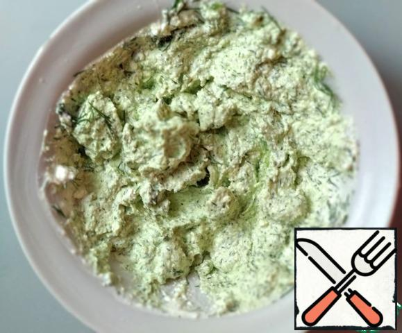 Cottage cheese (200 gr.) combine with sour cream (1 tbsp.). Wash the dill and cut it into small pieces. Add to the cottage cheese. Squeeze the garlic through a press. Mix everything and puree with an immersion blender until smooth.