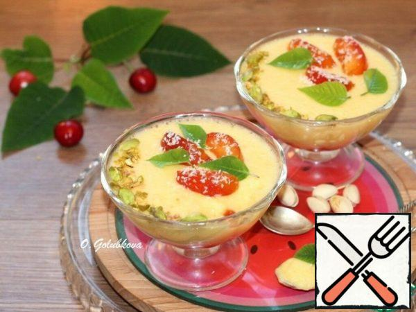 Before serving, take the cream out of the refrigerator and decorate the mousse with plum slices, mint or Melissa leaves and fried in a dry pan, and chopped nuts.