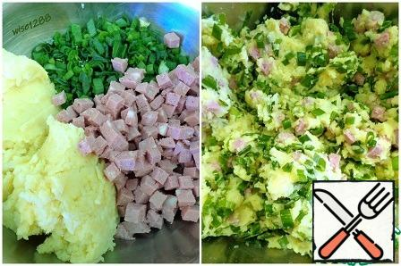 When the potatoes are cooked, drain the water, add the butter and puree. Add the green onion and sausage to the puree and mix.