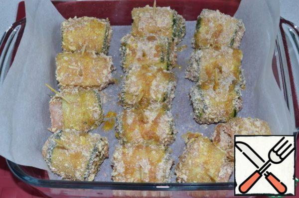 Place the rolls in a baking dish. Drizzle with vegetable oil and place in a preheated 180*C oven for 15 minutes.