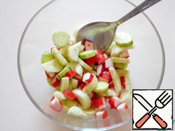 "Meanwhile, cut into"" washers "" in 5 - 7 mm crab sticks, I use chilled ones, because frozen ones have a different taste. After the above time, connect the cucumbers with sticks."