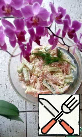 Fill with mayonnaise, sprinkle with sesame seeds, and decorate with your favorite greens.