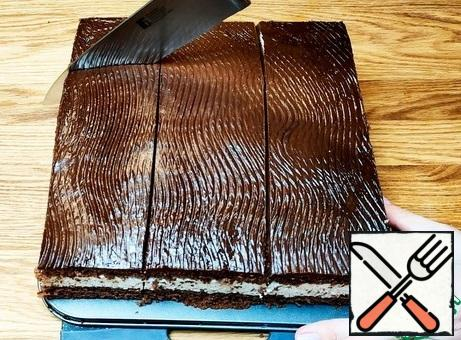 Fill the sponge with ganache. Cut into portions, treat.