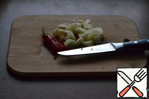 Chop the garlic and chili.