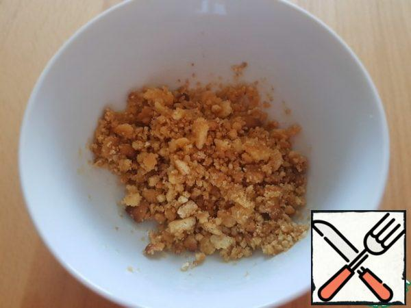 Cookies are crushed into crumbs, pour melted butter.
