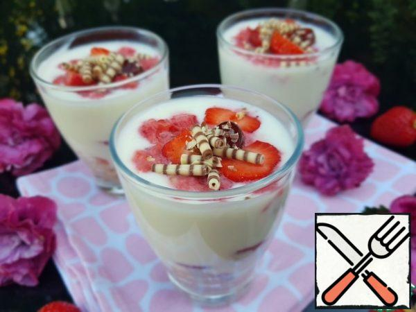 Mix the yogurt with 1 tablespoon of powdered sugar (more or less, to your taste), spread on strawberries and cookies. Leave a couple of strawberries for decoration. Chop the rest in a blender and garnish with crushed strawberries for dessert.